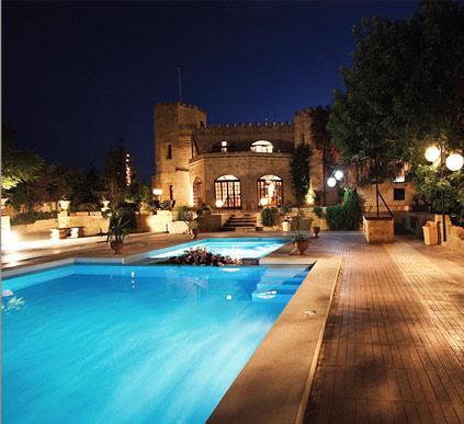 events-outside-pool-castle